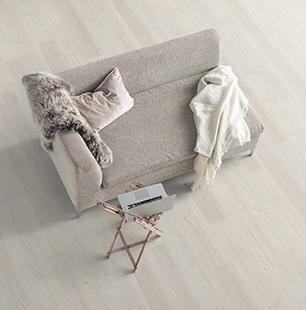 small-pino-inverey-blanco-suelo-laminado-tarima-ambiente