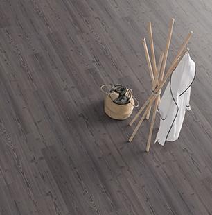 small-pino-inverey-gris-suelo-laminado-tarima-ambiente